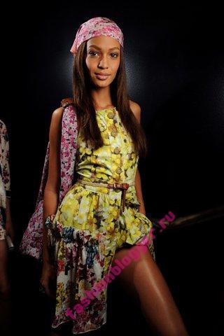 Модные короткие платья 2011