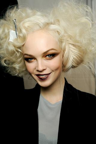 Прически Christian Dior. Осень-зима 2010-2011