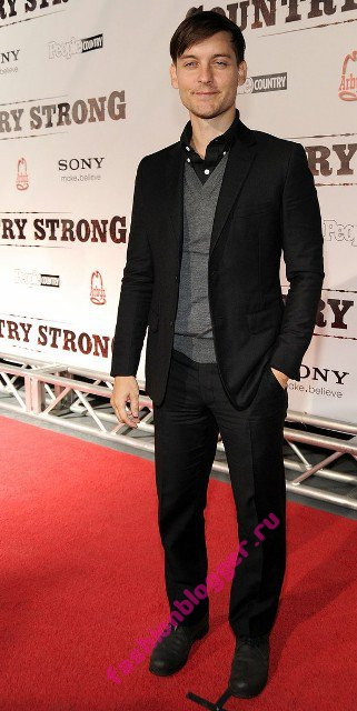 Лейтон Мистер (Leighton Meester) на премьере фильма Сильная страна (Country Strong)