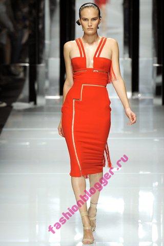 Красное платье 2011 Versace