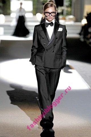 Модные костюмы весна 2011