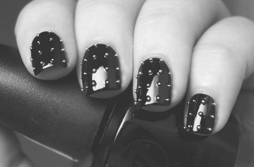 Легкий маникюр на короткие ногти