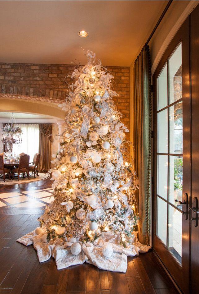 Белые елки в интерьерах