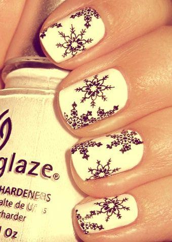 Снежинки на ногтях (7)