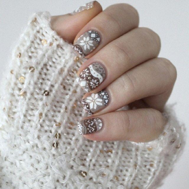 Снежинки на ногтях (12)