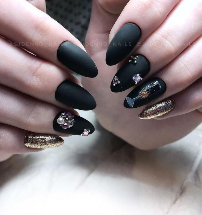 Дизайн ногтей на Новый год 2019 (64)