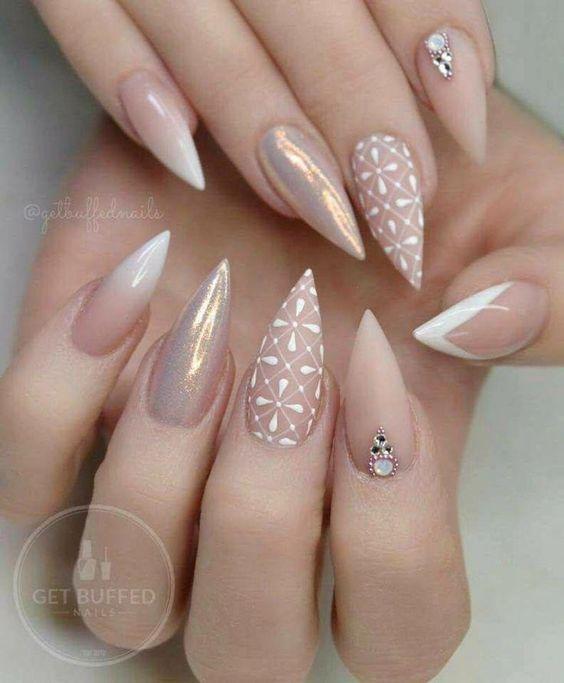 Нежный дизайн ногтей зима