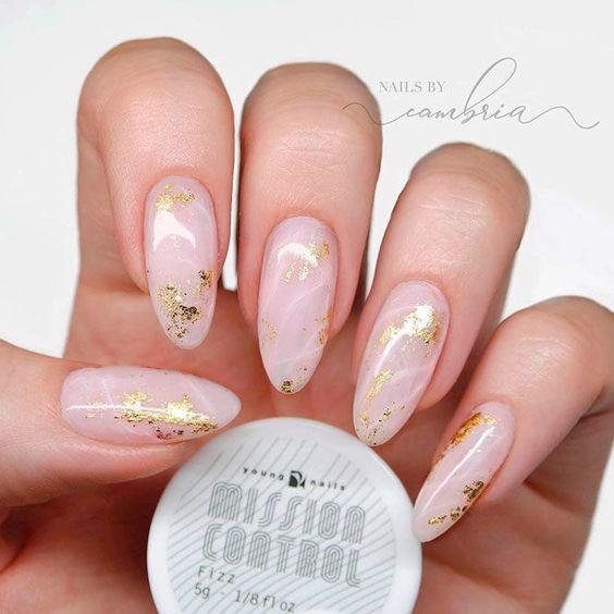 Светлые ногти дизайн 2020 (16)